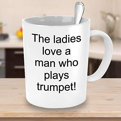 463Opher Die Dames houden een man, die trompet speelt, koffiemokken citaten theekopje keramische mok grappige mok koffiemok