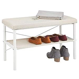 mDesign Taburete zapatero – Estrechos zapateros metálicos para guardar sandalias, zapatillas y bailarinas – Banco zapatero de metal con acolchado para el pasillo y el recibidor – blanco y beige