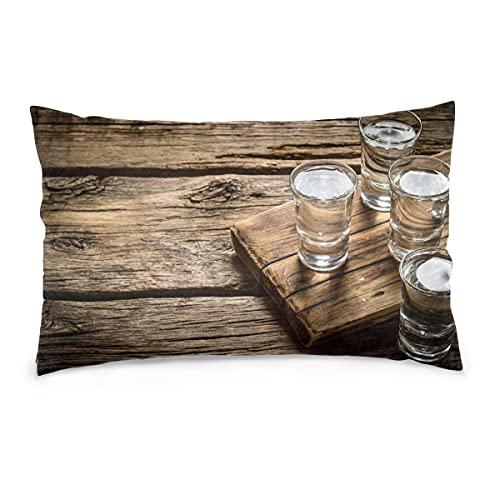 Fundas de Almohada, Gafas de 16X24 Pulgadas con Vodka en el Tablero Viejo, Fundas de Almohada, Funda de cojín para sofá, Coche, decoración para el hogar, 40X60CM