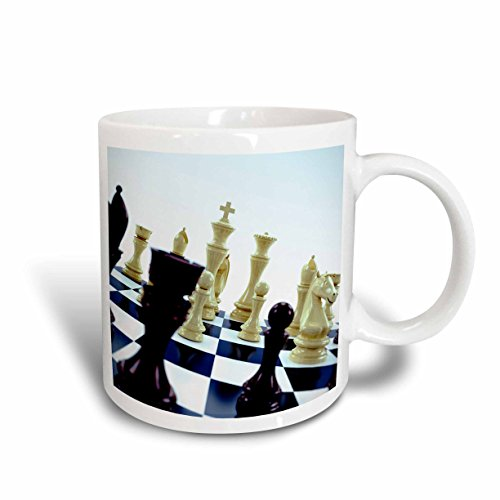 3drose Carsten Reisinger Illustrationen–Schachbrett mit verschiedenen Schachfiguren Concept–Tassen 15-oz weiß