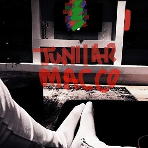 Juniiar Macco feat. TlhatzMusiQ, Laitone & Coolie Kat