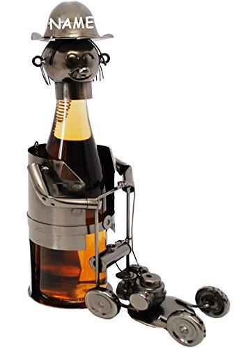 alles-meine.de GmbH Flaschenhalter / Flaschenständer -  Gärtner mit Rasenmäher  - incl. Name - aus Metall - 47 cm - ideal für Wein, Sekt, Bier u.v.m. - Bierflaschenhalter - Wei..