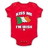 My Icon Art & Clothing St Patrick's Day Kiss Me I'm Pretending to Be Irish Irish Patron Saint Babystrampler, Rot, 3-6 Monate