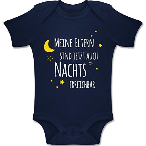 Shirtracer Sprüche Baby - Meine Eltern sind jetzt auch Nachts erreichbar - 1/3 Monate - Navy Blau - BZ10 - Baby Body Kurzarm für Jungen und Mädchen