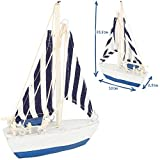 com-four® 2-teiliges maritimes Deko-Set - Segelschiff und Leuchtturm aus Holz im Used-Look (02-teilig - Segelschiff + Leuchturm) - 2