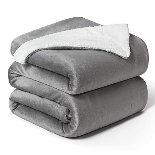 BEDSURE Sherpa Decke Grau hochwertige Wohndecken Kuscheldecken, extra Dicke warm Sofadecke/Couchdecke in zweiseitig, 220x240 cm super flausch Fleecedecke als Sofaüberwurf oder Wohnzimmerdecke