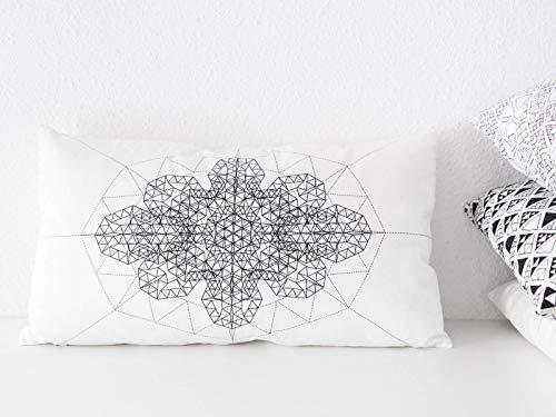 Ethno-Kissen in weiß mit schwarzem geometrischem Print - rechteckige Kissenhülle mit orientalischem Motiv -...
