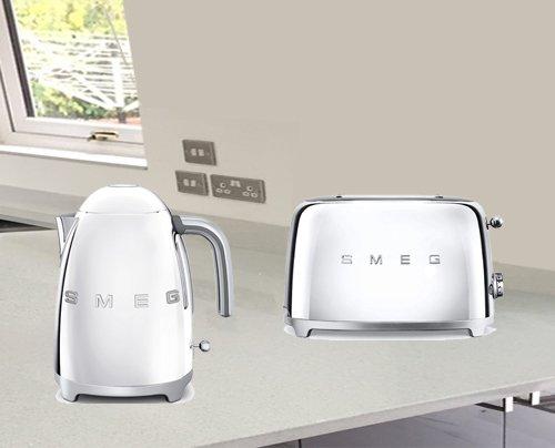 Smeg TSF01SSUK KLF03SSUK | 50's Retro Style Aesthetic | 2 Slice Toaster and Kettle Set in Chrome / Stainless Steel
