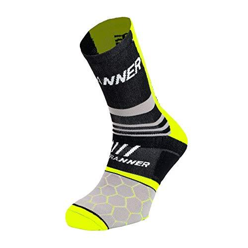 ULTRANNER - ENOS   Calcetines para Trail Running Hombre y Mujer Largos - Calcetines Coolmax Antiampollas Semi-Compresivos - Calcetín con Resistencia - Color Amarillo Talla 40 a 42