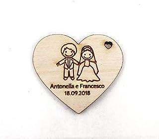 Artigianeria - Set di n°10 (o più) pezzi. Cuore in legno personalizzato con nomi e data. Ideale come bomboniera o segnapos...