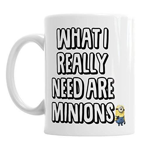 Taza de café divertida con texto en inglés «What I Really Need are Minions» de 11 onzas