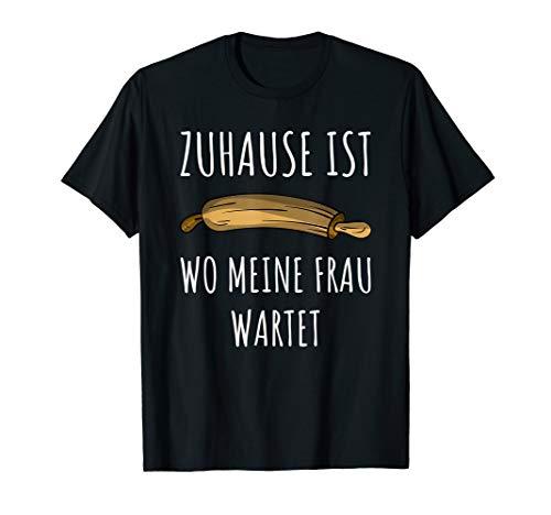 Zuhause Ist Wo Meine Frau Wartet Nudelholz Herren T-Shirt