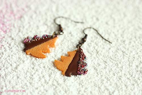 Handgemachte Keks-Ohrringe aus Polymer Clay - Tannenbäume mit Zartbitter-Schokolade und bunten Streuseln