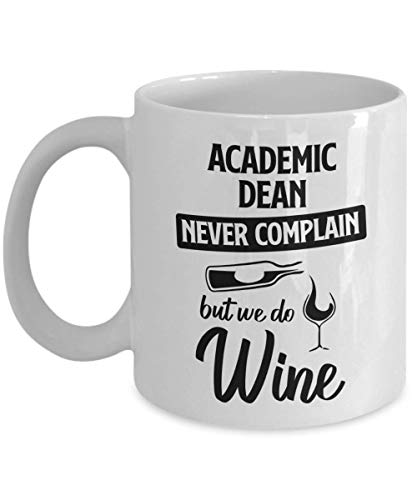 N\A Taza de decano académico - Nunca te quejes, Pero Hacemos Vino - Taza de té y café de cerámica novedosa y Divertida Regalos geniales para Hombres o Mujeres con Caja de Regalo