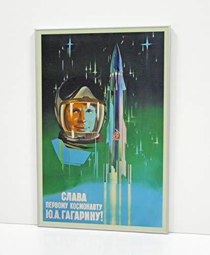 CARTEL SOVIETICO YURI GAGARIN ENMARCADO (V3364)- Moldura de Aluminio Mate Color Plata de 1,5cm - Montaje en Panel Adhesivo (Foam)- Laminado en Mate (Sin Cristal)- 2 Tamaños Disponibles (50x75cm)