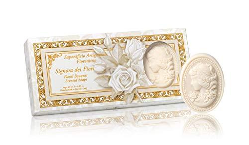 Dame der Blumen, Designer Naturseife mit inspririendem Blumen-Duft, oval mit Relief einer Kamee, Geschenkverpackung mit drei Seifenstücken, 3 x 125 g