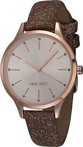 Nine West Reloj de mujer con purpurina acentuada piel de serpiente con estampado de correa, Rose gold, Movimiento de cuarzo.