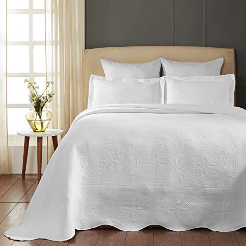 SUPERIOR Celtic Circles Scalloped Bedspread with Matching Pillow Shams, Full, White