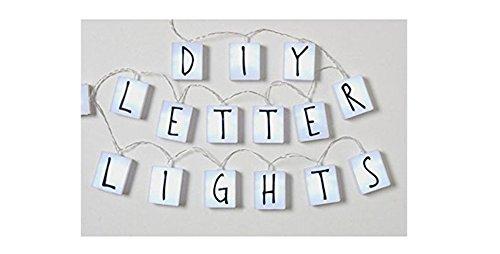 Guirlande avec 20 cubes lumineux LED et 90 lettres interchangeables pour exprimer le message que vous voulez. Idéal pour les fêtes. Dakota. 1 unité.