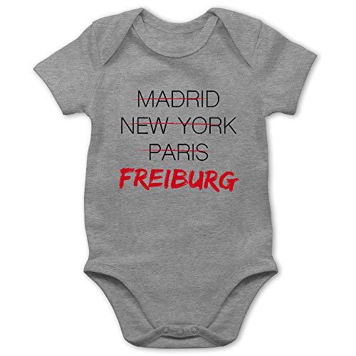 Städte & Länder Baby - Weltstadt Freiburg - 1/3 Monate - Grau meliert - Body Freiburg - BZ10 - Baby Body Kurzarm für Jungen und Mädchen