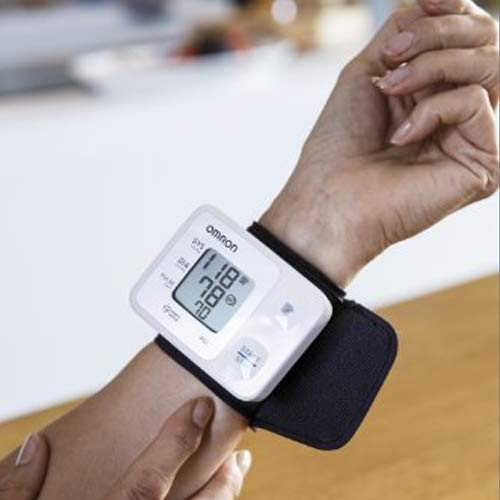 OMRON RS2 Tensiomètre au Poignet Électronique, Détection de pulsations cardiaques irrégulières, 30 mesures sauvegardées, validé cliniquement