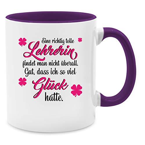 Shirtracer Tasse Berufe - Eine richtig tolle Lehrerin findet Man Nicht überall - Unisize - Lila - Lehrerin+Tasse - Q9061 - Kaffee-Tasse inkl. Geschenk-Verpackung
