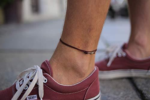 Made by Nami Dünnes Wickel-Fußband für Herren & Damen mit Karabiner-Haken Verschluss - Handmade Männer Fußkettchen - Surfer-Schmuck Herren-Schmuck - 100% Wasserfest & Verstellbar (Weinrot Gold)