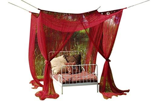 Mooie luifel muggenbescherming voor een- of tweepersoonsbedden in bordeaux!