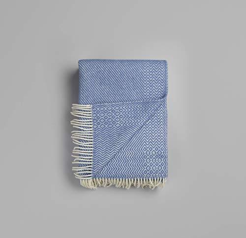 RØROS TWEED Kattefot Wolldecke | Kuscheldecke aus norwegischer Lammwolle | Design von Judy D. Lundin | Deckenmaße: 140x220cm (55001 Lavendel blau)