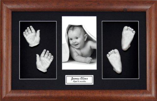 Anika-Baby Kit de moulage de pieds et de mains de bébé avec cadre en bois foncé à passe-partout et peinture métallique Noir/argenté Taille L 37 x 22 cm