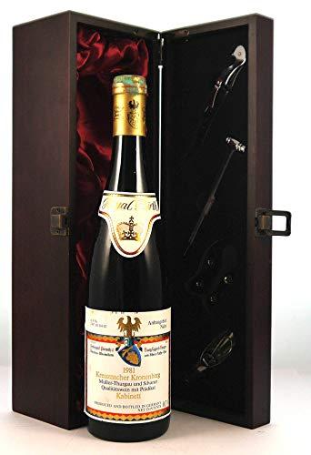 Kreuznacher Kronenberg 1981 Pieroth in einer mit Seide ausgestatetten Geschenkbox, da zu 4 Weinaccessoires, 1 x 750ml