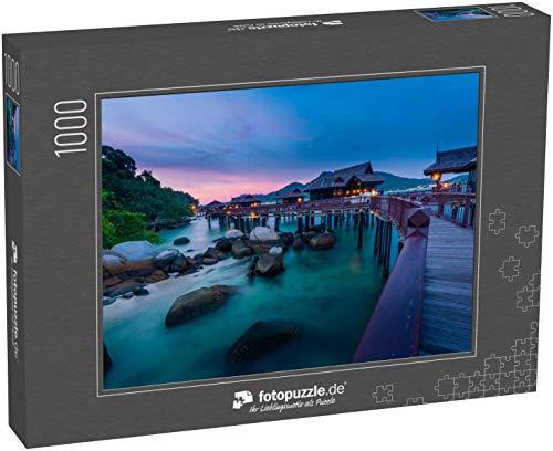 fotopuzzle.de Puzzle 1000 Teile Ruhiger und ruhiger Sonnenuntergang mit Blick auf das Meer mit Holzhäusern auf Stelzen an der Straße von Malakka (1000, 200 oder 2000 Teile)