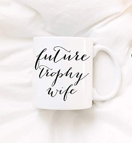 N\A Taza-Futuro Trofeo Esposa. Taza de café. Estamos comprometidos. Anillo de Compromiso. Comprometidos. Prometido. Taza de café Divertida de Feyonce de 11 oz