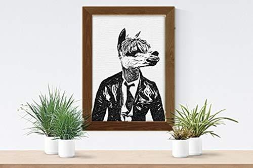 Parksmoonprints A4 Geometrische Humanisierte Alpaka Llama-Lederjacke Druck Bild Wand Kunst Abstrakt Skandi Polygon Hipster Tier in Kleidung nordisch flippig zeitgenössisch cool (Walnuss-Rahmen)