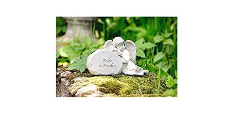 Grabengel neben Stein mit Spruch Ruhe in Frieden anmutiger Grabschmuck Grabengel Trauerschmuck Trauerengel Grabfigur Trauerfigur Gedenkstein