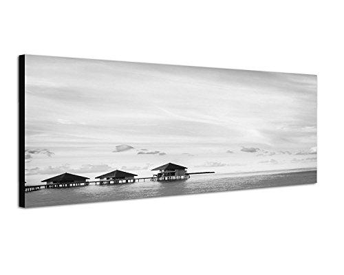 Augenblicke Wandbilder Keilrahmenbild Panoramabild SCHWARZ/Weiss 150x50cm Meer Steg Bungalows Wolkenschleier Abend