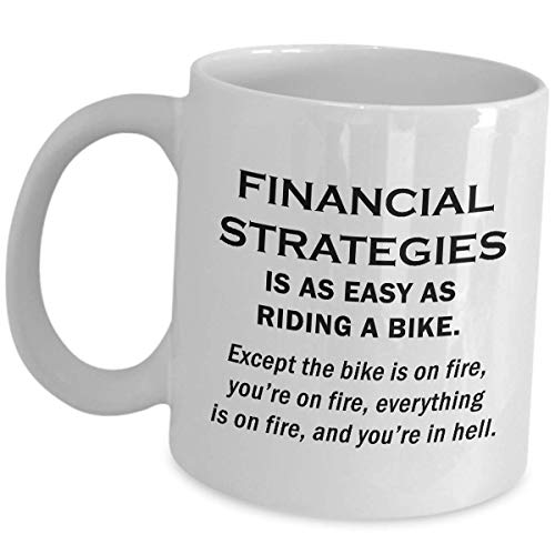 Taza de café para regalos del director de finanzas - Las estrategias de regalo de Financial Pami son tan fáciles como andar en bicicleta - Taza de cerámica divertida Idea de regalo de broma divertida