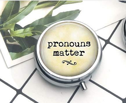 Preisvergleich Produktbild Pronouns Matter Tablettenbox / Pillendose,  Grammatik