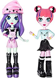 CUSTOMISE DOLLS FROM HEAD TO TOE: It's up to you to decide what's cool! Start with your small doll's pretty face, then add double buns or a flowy hairstyle, chic top, bright bottom, strappy shoes and fun accessories. Easily hook together fashion piec...
