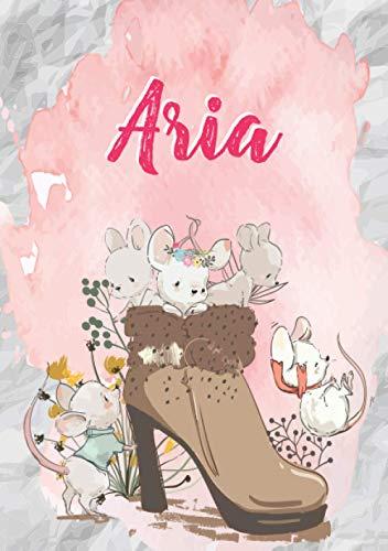 Aria: Carnet de notes A5 | Prénom personnalisé Aria | Cadeau d'anniversaire pour fille, femme, maman, copine, sœur | Souris mignonnes en bottes | 120 pages lignée, Petit Format A5 (14.8 x 21 cm)