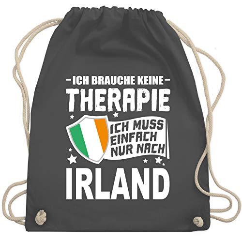 Shirtracer Länder Fahnen und Flaggen - Ich brauche keine Therapie Ich muss einfach nur nach Irland - weiß - Unisize - Dunkelgrau - turnbeutel weiß - WM110 - Turnbeutel und Stoffbeutel aus Baumwolle