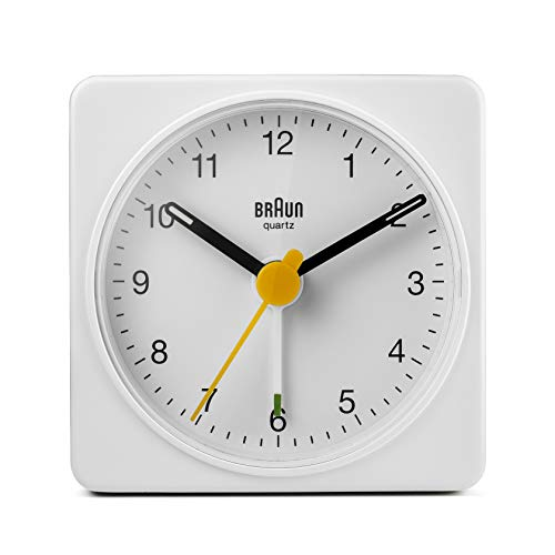 Braun BC-009-B Reloj despertador analógico, pantalla de fácil lectura, alarma creciente, agujas iluminadas, segundero amarillo, movimiento de precisión silencioso, color Negro