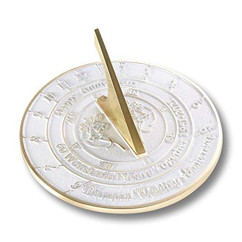 The Metal Foundry Reloj de sol para aniversario de boda de 60 diamantes de 2021, de latón reciclado, ideal como regalo para él, ella, padres, abuelos o pareja para matrimonio de 60 años.