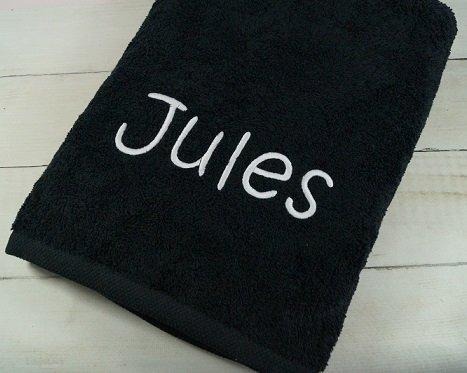 Handtuch mit Namen bestickt Duschtuch Geschenk Handtuch 550 g/m2 (70 x 140 cm, Schwarz) (140011)