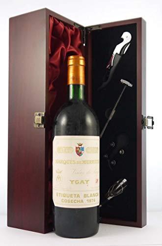 Rioja Marques de Murrieta Ygay Etiqueta Blanca 1976 en una caja de regalo forrada de seda con cuatro accesorios de vino, 1 x 750ml