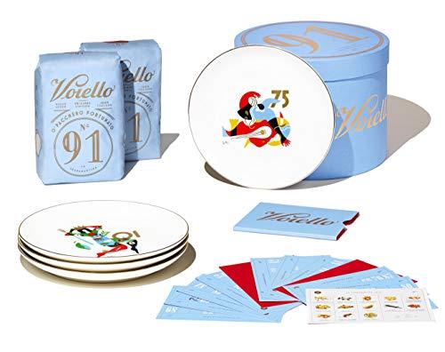 Voiello La Scaramantica GiftBox 2020, Idea Regalo con Pasta Voiello, Piatti di Porcellana da Collezione e 13 Cartelle della Tombola con le Ricette dello Chef Antonino Cannavacciuolo