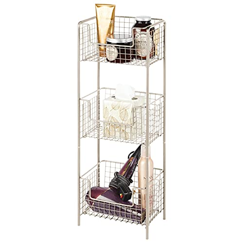 mDesign Estantería de baño de pie en metal – Mueble auxiliar de baño resistente con tres baldas metálicas para toallas,...