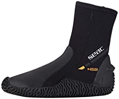 Comfortable boots made from 5mm neoprene to keep feet warm High-traction semi-rigid soles grip tightly to surfaces Instep protected by soft polyurethane padding Strap-stop notch on heel Nylon lining makes the boot easy to put on