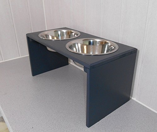 Tolle Futterbar mit 2 Edelstahlnäpfen mit je 2400 ml. Handgefertigtes Hundezubehör und Tierbedarf. Lackierung in Anthrazit ! (8ee)