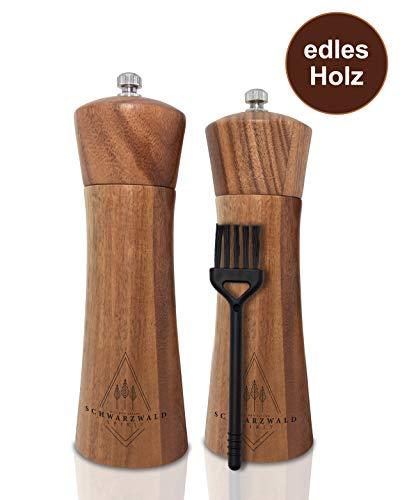 Schwarzwald Spirit ® Pfeffermühlen aus Holz - Edle Verarbeitung - Salz und Pfeffer Mühle/Gewürzmühle im Set mit Keramikmahlwerk, Reinigungspinsel & Rezeptbuch, Zeitloses Geschenk (16,5 cm)